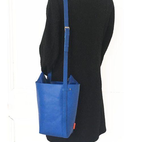 blauwe schoudertas, uniek en handgemaakt, leer
